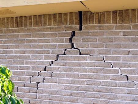 Foundation repair Greenbay: A cracked foundation